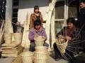梁山县留守妇女承接外包加工编织草筐促增收